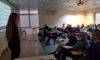 """דר' עליזה מלק מציגה שימוש בכלי Perusall לקריאת טקסטים מתמטימיים במפגש מיט""""ל"""
